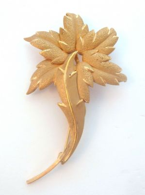 Vintage 14K Gold Filled Flower Brooch By Curtis Jewellery.